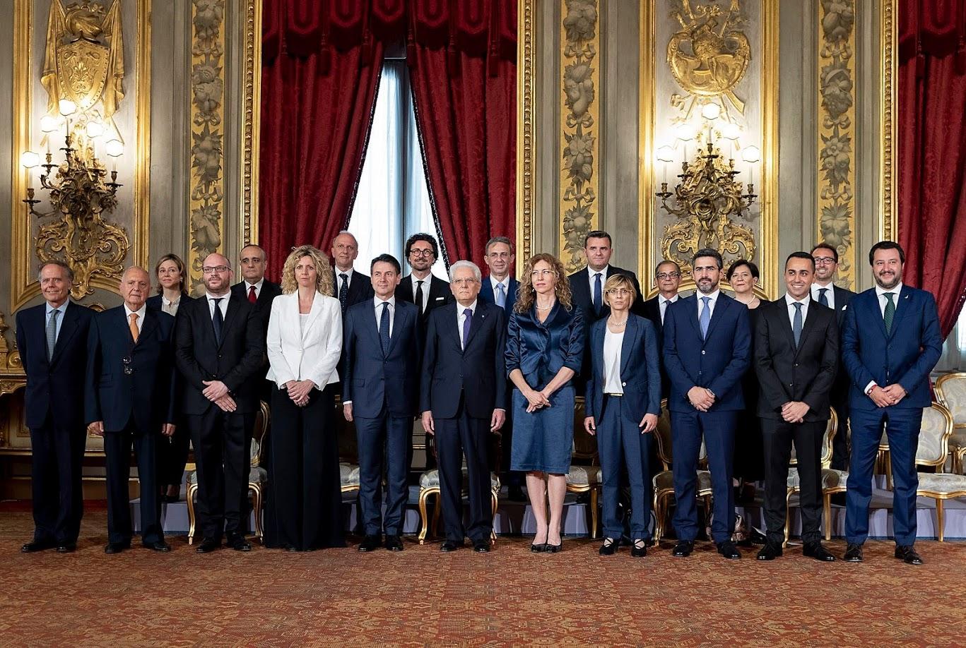 I neoeletti componenti del Governo Conte con il Presidente della Repubblica Sergio Mattarella